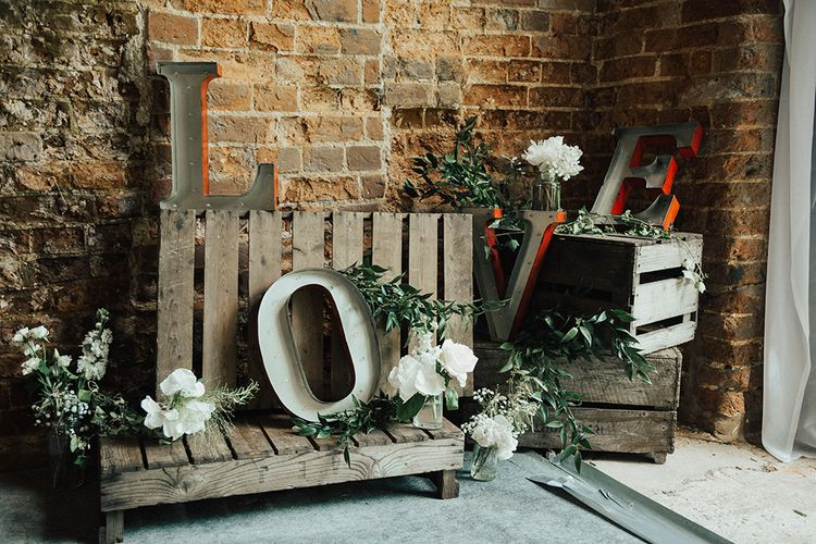 Rustic Wedding Decor With Wooden Palettes