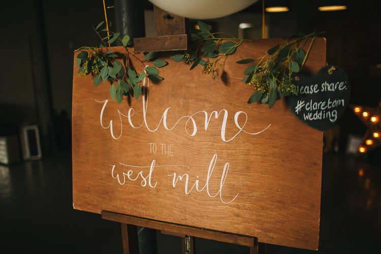 Wooden Wedding Welcome Sign | S6 Photography