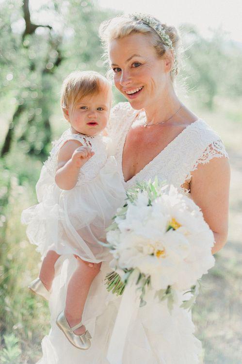 Mother & Daughter | Bride in Monique L'Huillier Skirt, Bridal Separates | Linda Nari Photography