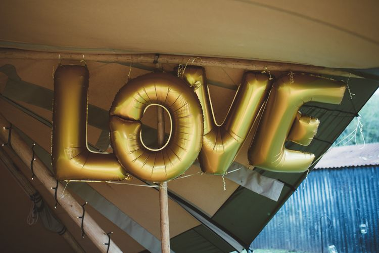 Gold Foil LOVE Balloons | Maryanne Weddings Photography