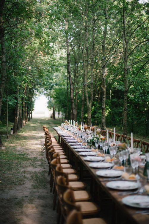 Outdoor Woodland Tablescape | Bright Woodland Wedding in Italy Planned & Styled by Le Jour du Oui | Infraordinario Wedding Photography | Mani Films