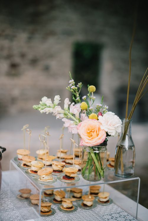 Wedding Canapes | Bright Woodland Wedding in Italy Planned & Styled by Le Jour du Oui | Infraordinario Wedding Photography | Mani Films