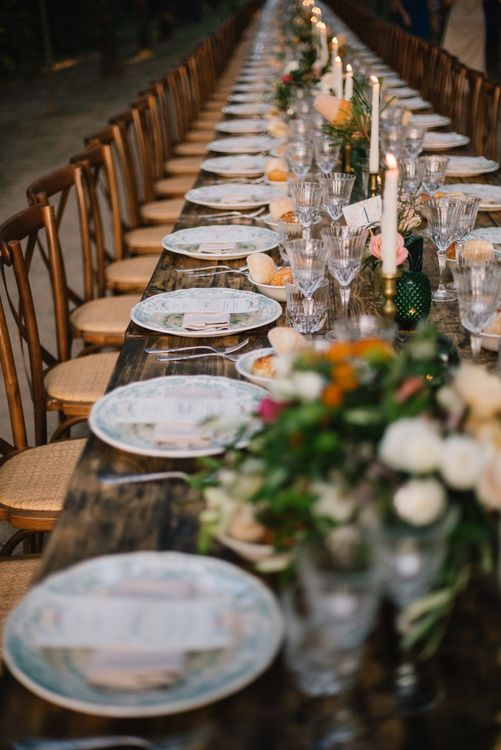 Boho Table Scape Wedding Table Decor | Bright Woodland Wedding in Italy Planned & Styled by Le Jour du Oui | Infraordinario Wedding Photography | Mani Films