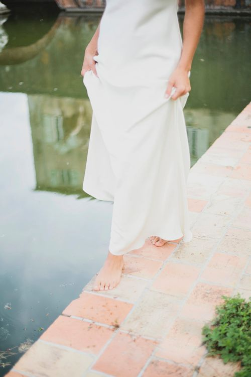 Bride in Charlie Brear Gown | Greenery on the French Riviera | Purewhite Photography | D'amour et de deco Styling
