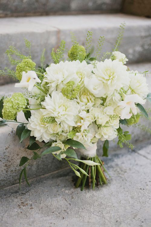 Pure White Bridal Bouquet | Greenery on the French Riviera | Purewhite Photography | D'amour et de deco Styling