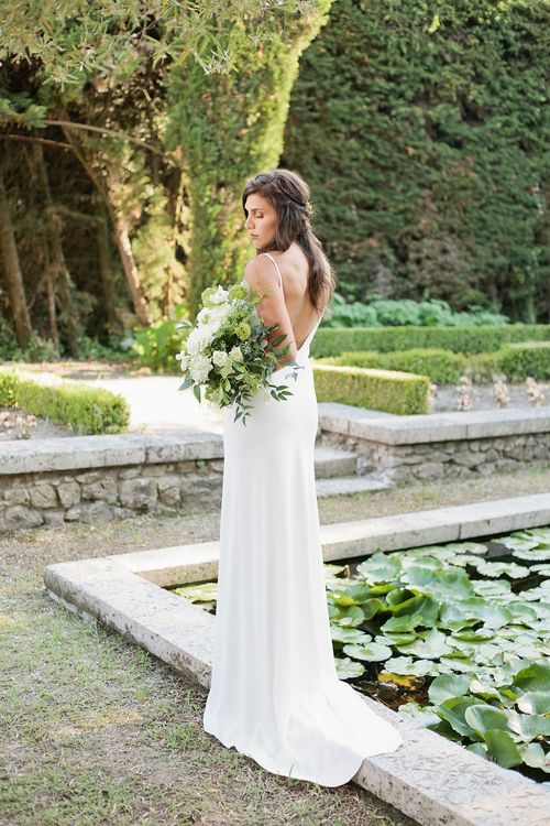 Bride in Charlie Bear Gown with White Bouquet | Greenery on the French Riviera | Purewhite Photography | D'amour et de deco Styling