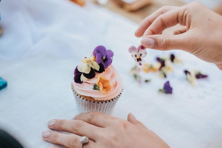 Hen Party Ideas // Edible Flowers For Cupcake Decorating