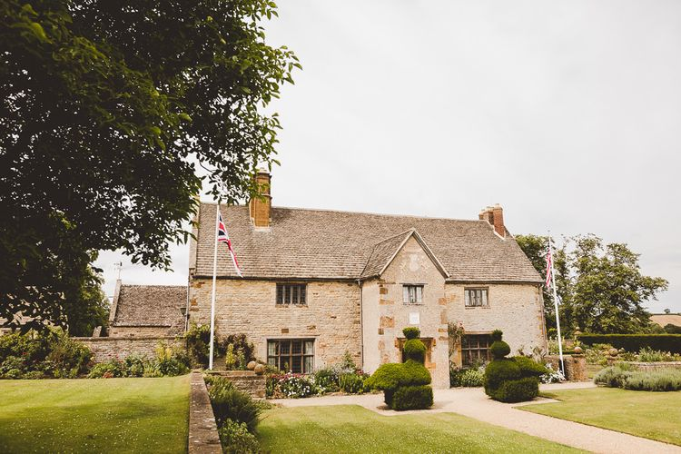 Outdoor Ceremony at Sulgrave Manor Northamptonshire | Nicola Casey Photography