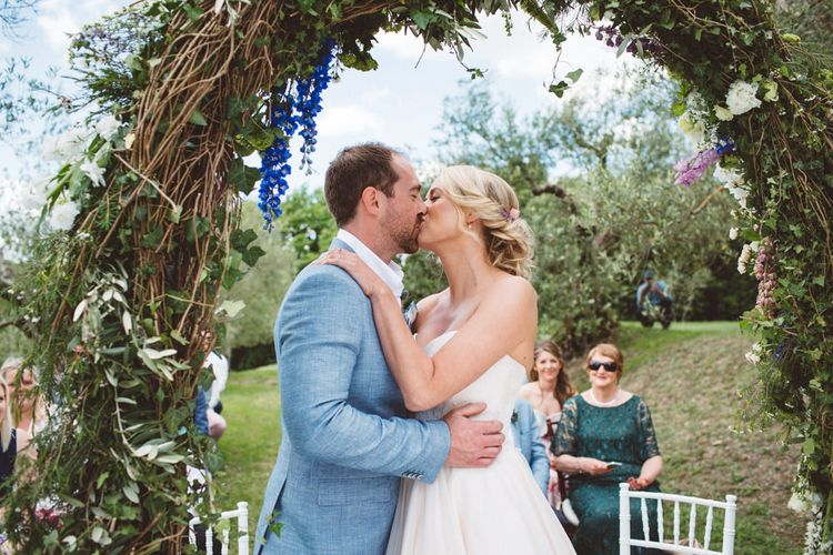 Wedding Ceremony | Floral Arch | Outdoor Wedding at Borgo Bastia Creti in Italy | Paolo Ceritano Photography