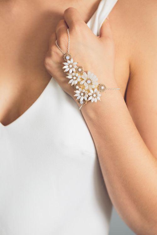 Crown Daisy Wrist2