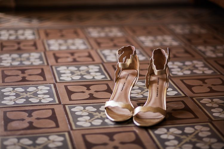 Chinese Laundry Gold Wedding Shoes | Tuscany Wedding | Due su Due Photography