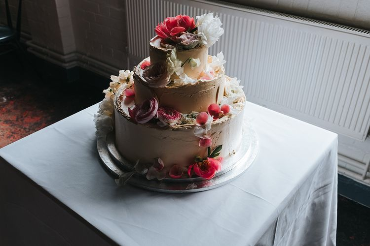 Buttercream Wedding Cake With Fresh Flowers // Image by Miss Gen Photography