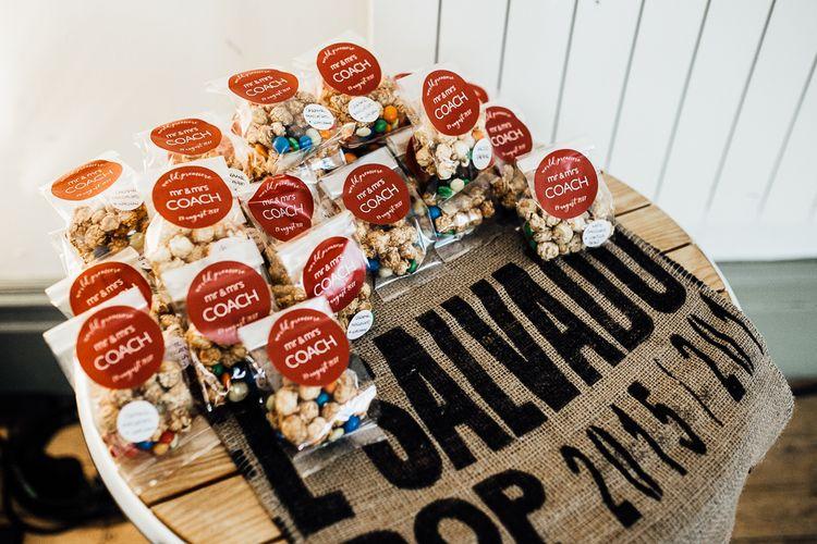 Popcorn wedding treats. Photography by Beatrici Photography