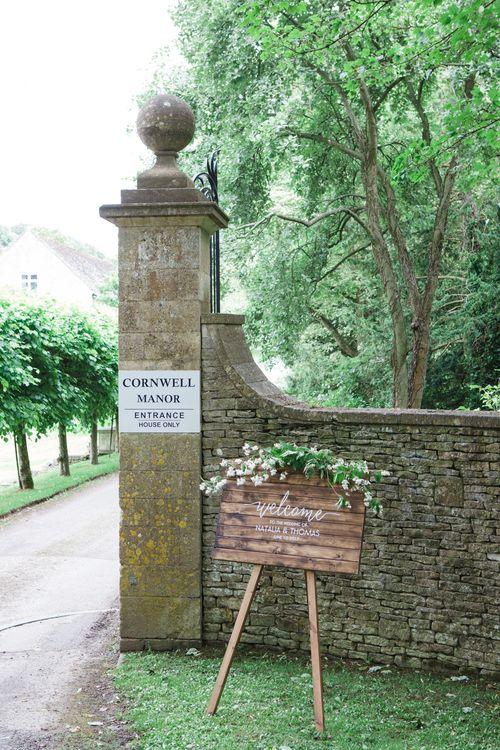 Wedding Welcome Sign | Beautiful Classic Wedding at Cornwell Manor | Lucy Davenport Photography