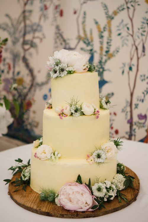 Wedding Cake with Flower Decor | Beautiful Classic Wedding at Cornwell Manor | Lucy Davenport Photography