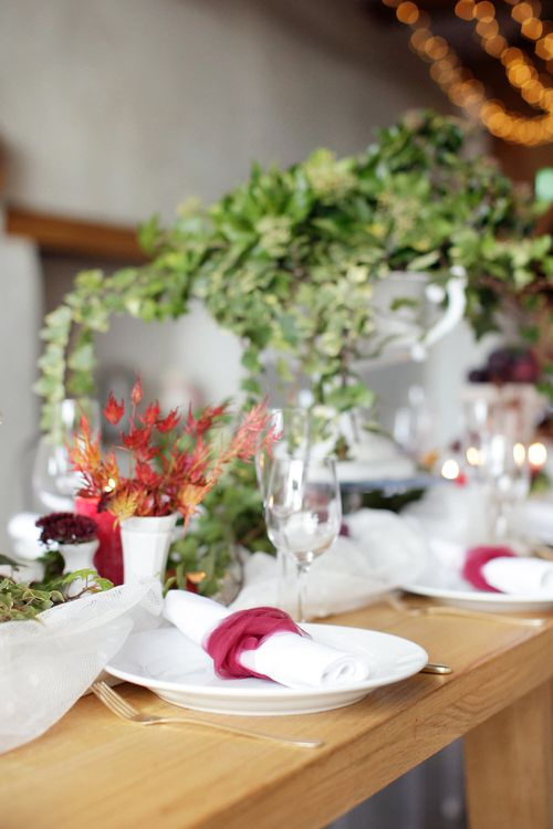 Berry & Foliage Tablescape For Autumnal Wedding