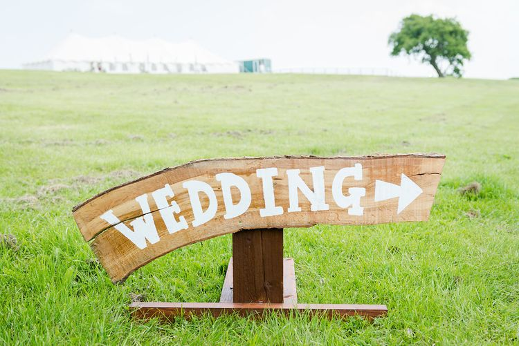 Wooden Wedding Signs   Turner & Moss Photography