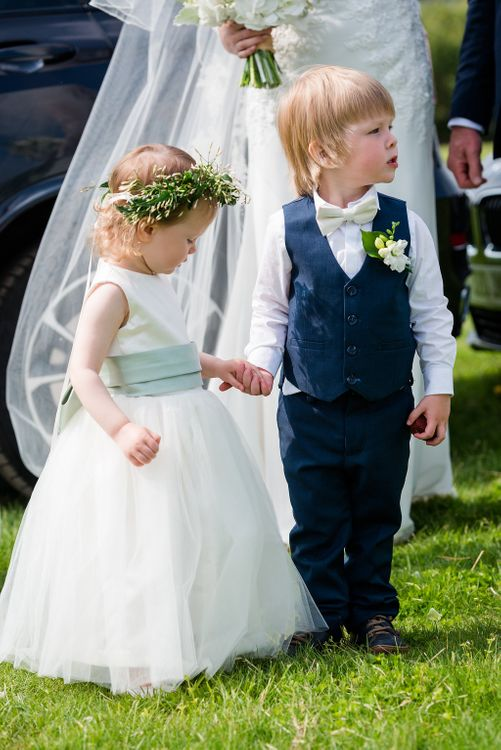 Flower Girl & Page Boy   Turner & Moss Photography