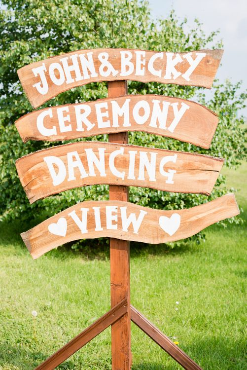 Wooden Wedding Sign   Turner & Moss Photography