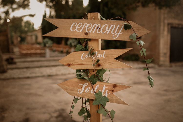 Wedding Sign | Multicultural Wedding at Els Calderers in Mallorca, Spain | Pablo Laguia Photography | HUMá06 Film