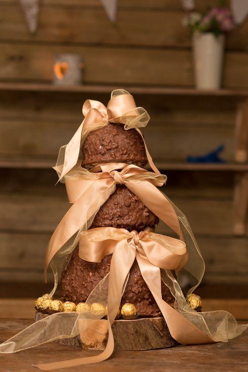 Homemade Wedding Cake | DIY Woodland Wedding in South Wales | Cat Beardsley Photography
