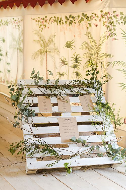 Wooden Crate Table Plan With Foliage