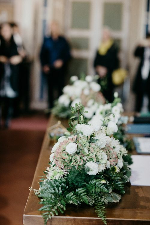 Greenery & White Flower Arrangements | That Day Wedding Planner | Carla Penoncelli Photography