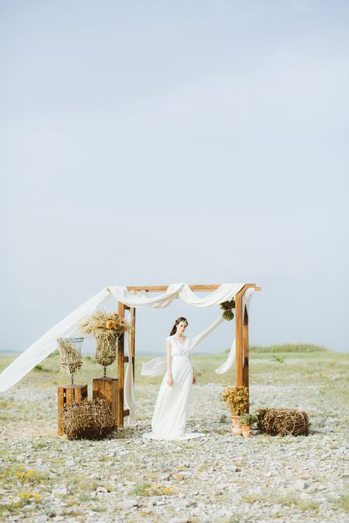 Outdoor Altar | Bride in Alessia Baldi Gown | Cristina Firotto Event Design | Valentina Oprandi Photography