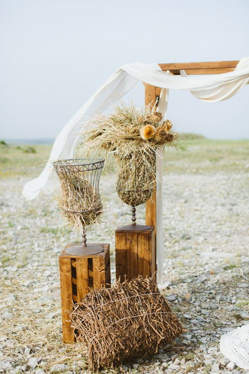 Straw Wedding Decor | Bride in Alessia Baldi Gown | Cristina Firotto Event Design | Valentina Oprandi Photography