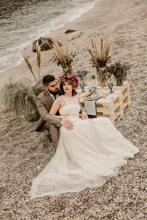beach elopement picnic with wooden pallet sweetheart table