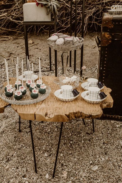 Coffee cups and popsicles at beach elopement