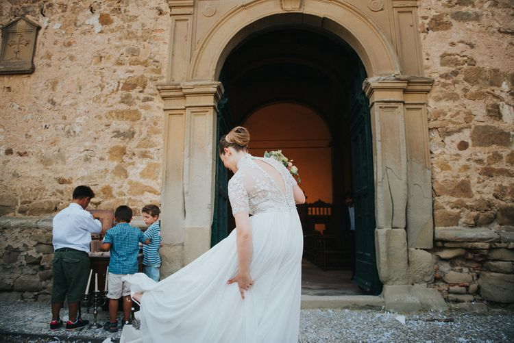 Bride in Sartoria Cucciaioni Wedding Dress | Stylish Pink Wedding at Terzo di Danciano, Tuscany, Italy | Lucrezia Senserini Photography | Film by Righi Photography