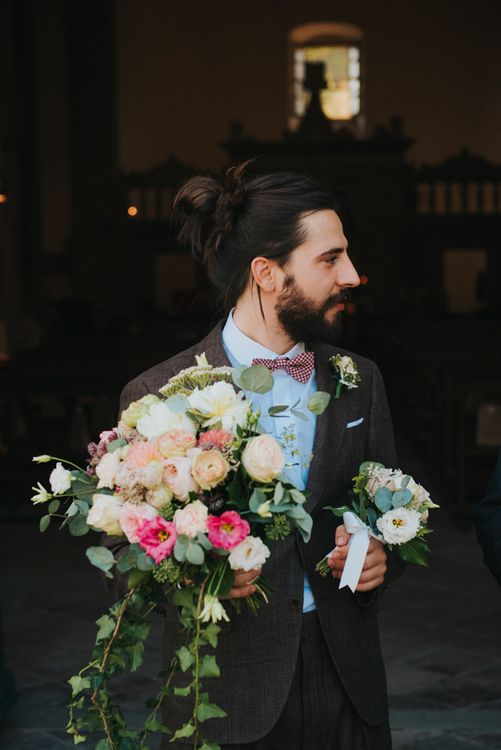 Bearded Groom in Brown Suit & Bow Tie with Bridal Blush Bridal Bouquet | Stylish Pink Wedding at Terzo di Danciano, Tuscany, Italy | Lucrezia Senserini Photography | Film by Righi Photography