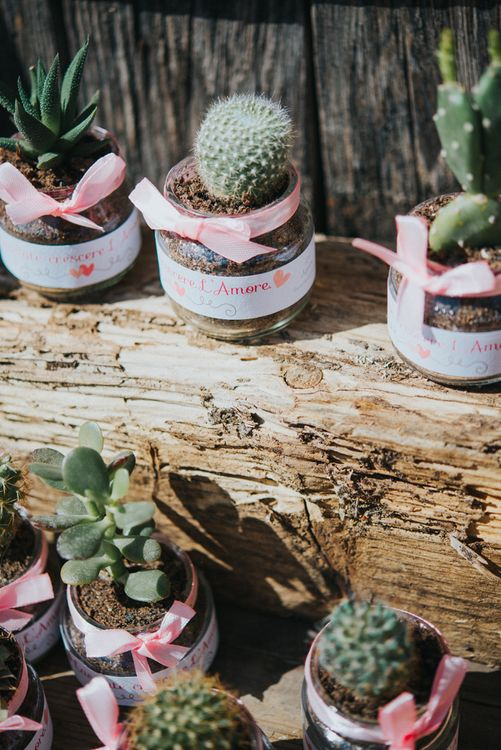 Cactus Wedding Favours | Stylish Pink Wedding at Terzo di Danciano, Tuscany, Italy | Lucrezia Senserini Photography | Film by Righi Photography