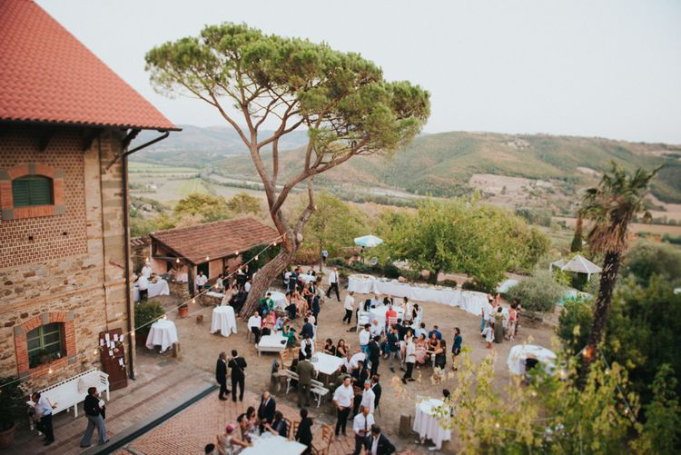 Stylish Pink Wedding at Terzo di Danciano, Tuscany, Italy | Lucrezia Senserini Photography | Film by Righi Photography