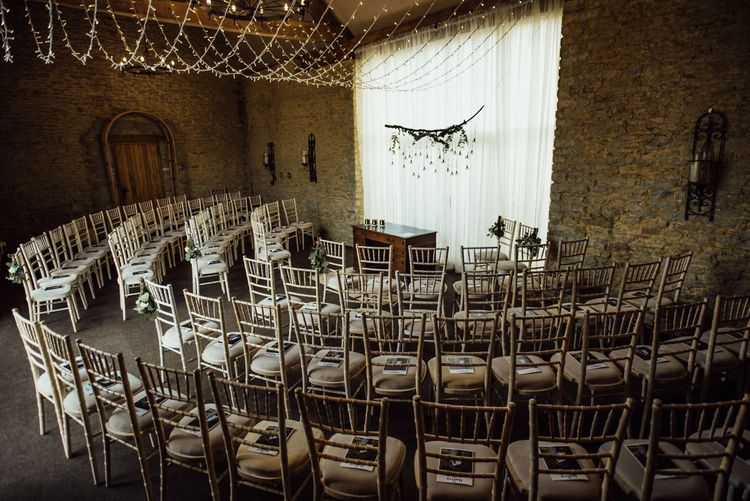 Oxfordshire barn wedding venue for ceremony