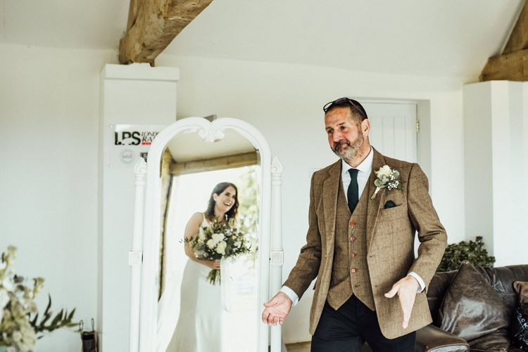 Bride's dad sees her in dress for first time