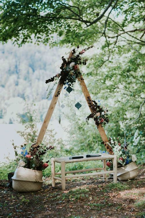 Wooden wedding decor with wildflowers