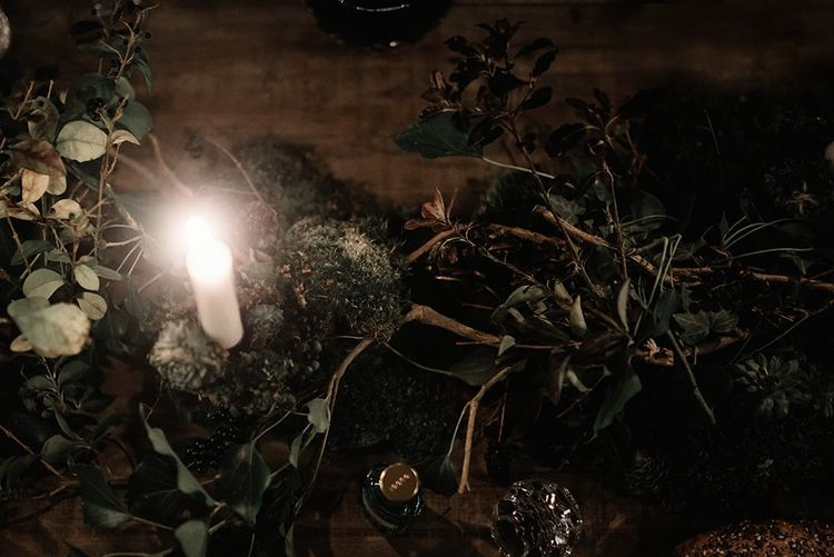 Foliage decor details with candlelight for intimate and cosy reception
