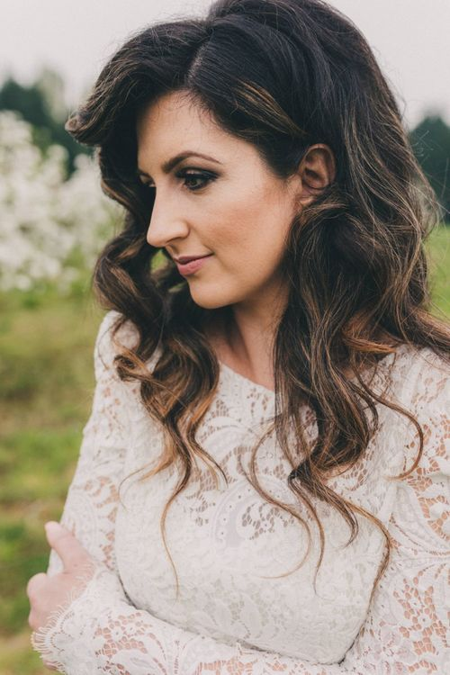 Natural Bridal Beauty and Long Wavy Wedding Hair