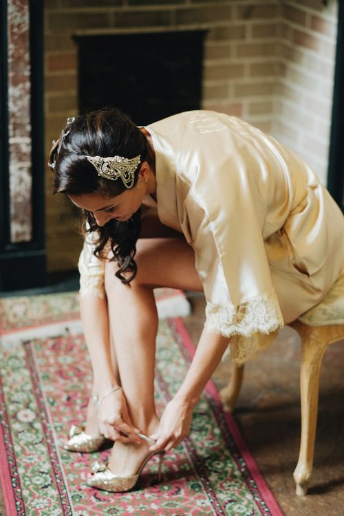 Wedding Morning Bridal Preparations | Getting Ready Robe | Glamorous, Roaring Twenties, Great Gatsby Inspired Wedding at Villa Borromeo  in Italy | Matrimoni all'Italiana Photography
