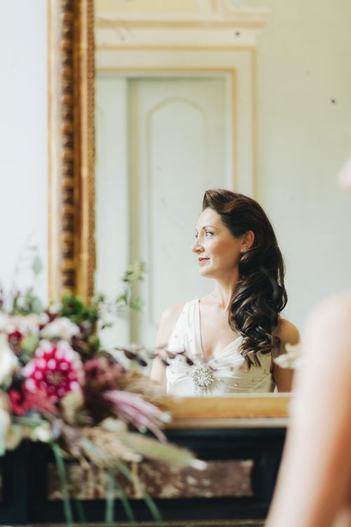Wedding Morning Bridal Preparations | Finger Waves Bridal Hair | Vintage Wedding Hair | Glamorous, Roaring Twenties, Great Gatsby Inspired Wedding at Villa Borromeo  in Italy | Matrimoni all'Italiana Photography