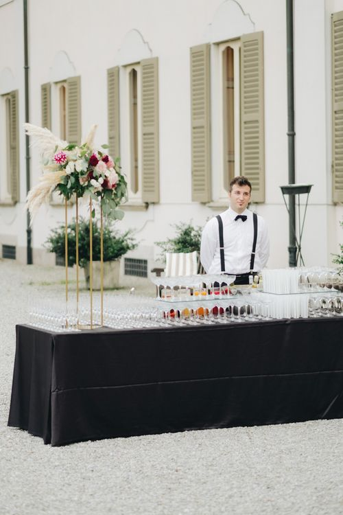 Champagne Drinks Reception | Glamorous, Roaring Twenties, Great Gatsby Inspired Wedding at Villa Borromeo  in Italy | Matrimoni all'Italiana Photography