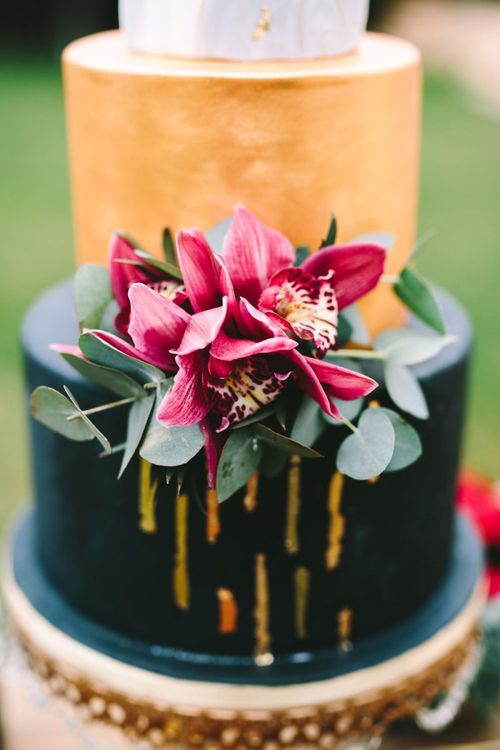 Pink Flowers on the Front of the Wedding Cake