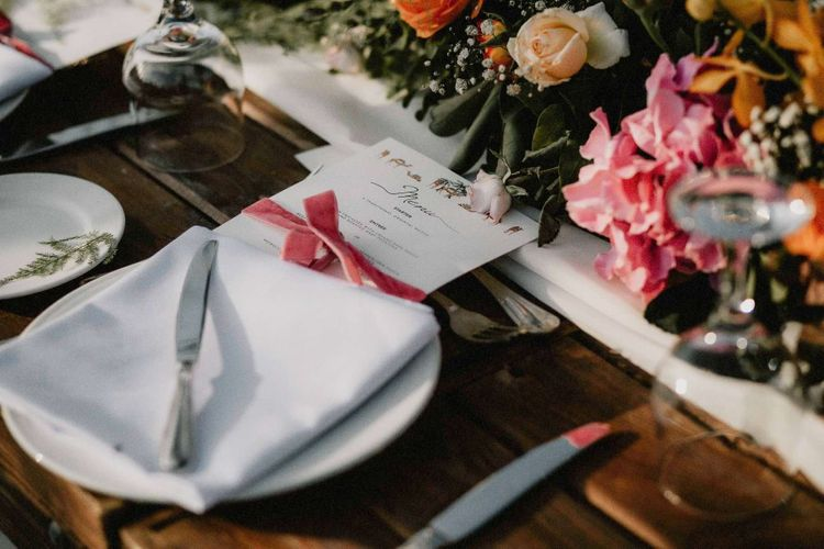 Bright wedding flowers for table decoration