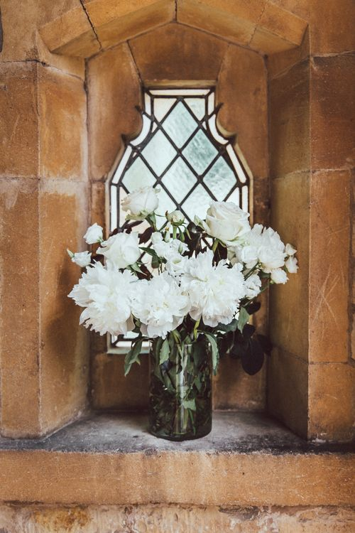 White Wedding Flowers // The Vedrines Photography