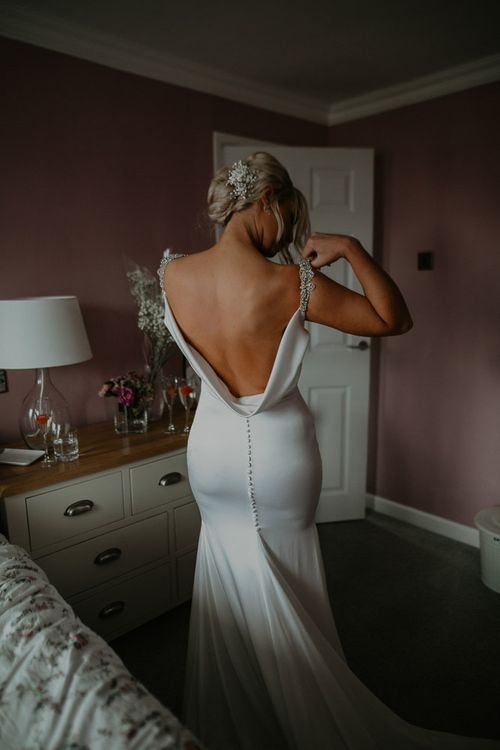 Cowell back wedding dress with embroidered veil