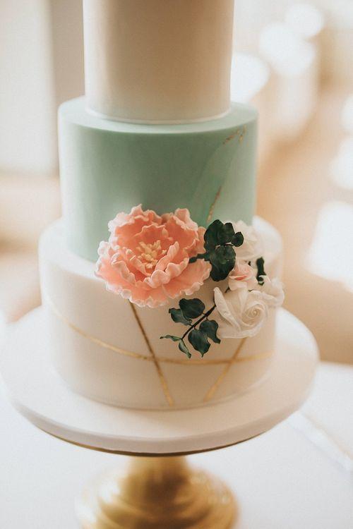 Flower decor for modern wedding cake
