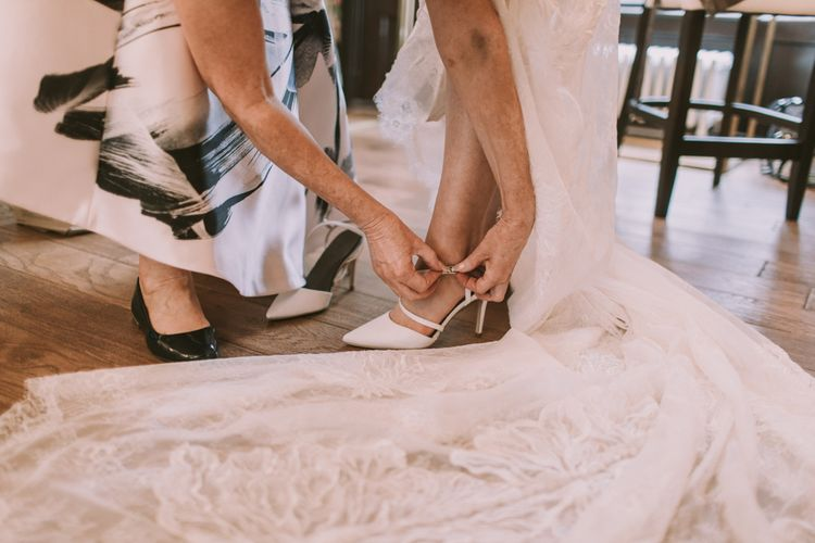 Brides Morning Preparations | Tyn Dwr Hall, North Wales | Justin Alexander Gown from Brides by Tina Louise | Photography by Livi Edwards.