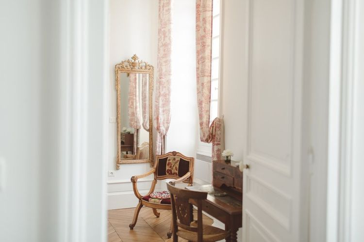 L'heure Opulente - Laid Back French Chic, Paired with Elegant British Twists by Simply Pergord Weddings at Le Jardin à La Française Chateau | Mathilde Dufraisse Photography